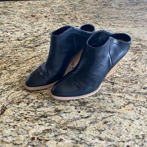 DV Booties size 8